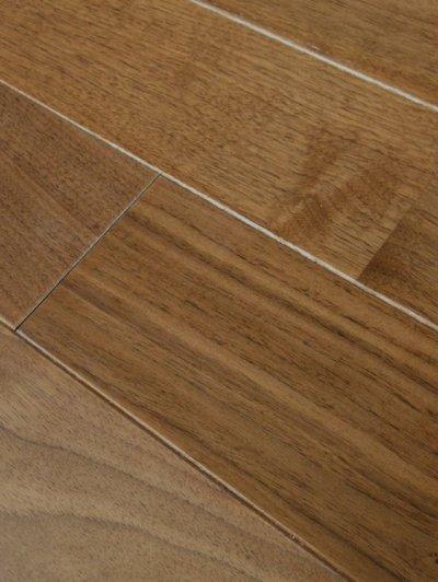 画像2: アメリカンブラックウォールナット無垢フローリング・リフォーム用UNI・オイル塗装クリア 910×90×6